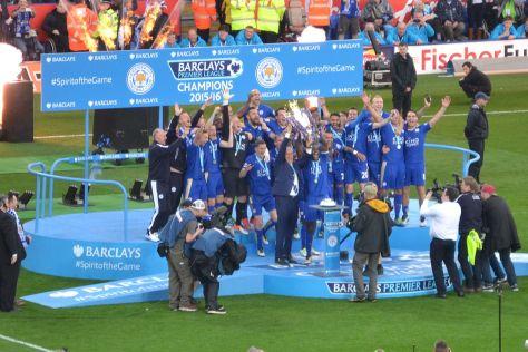 1280px-lcfc_lift_the_premier_league_trophy_26943755296_cropped